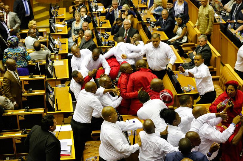 RPA: Bijatyka w parlamencie /AFP