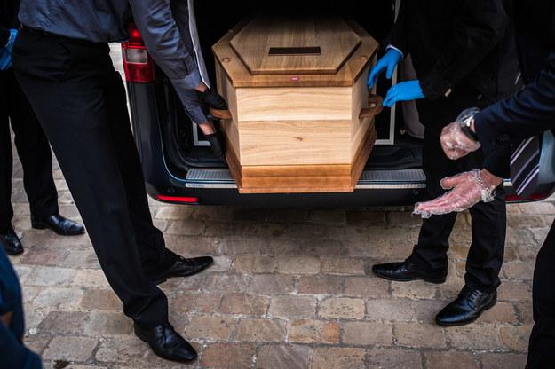 RPO: Niejasne przepisy przygotowania do pochówku ofiar Covid-19 są zagrożeniem