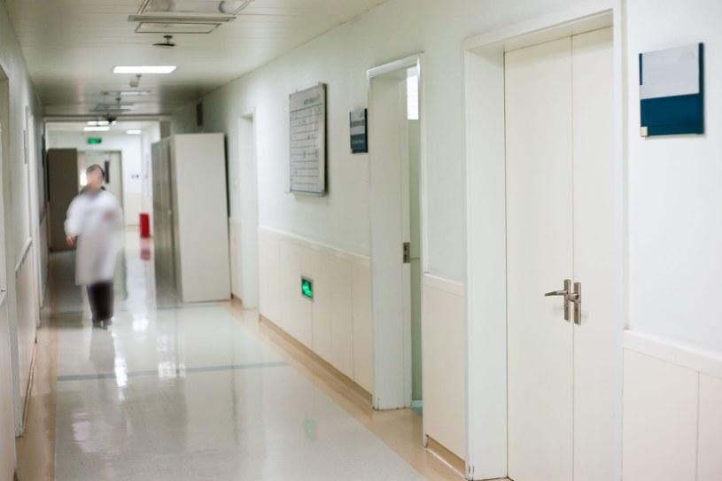 RPO podjął sprawę pacjenta, który czekał w szpitalu na pomoc tak długo, że placówka zgłosiła jego zaginięcie /123RF/PICSEL
