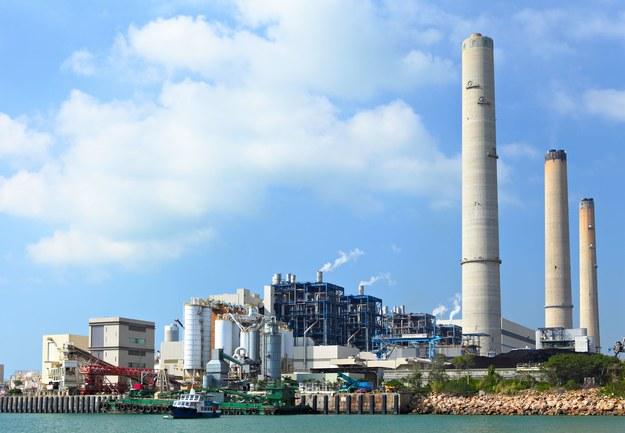 Rtęć pochodząca z elektrowni jest bardzo trudnym odpadem do utylizacji /123RF/PICSEL