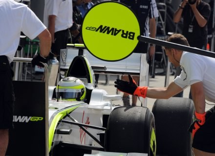 Rubens Barrichello  w swoim bolidzie. /INTERIA.PL/PAP