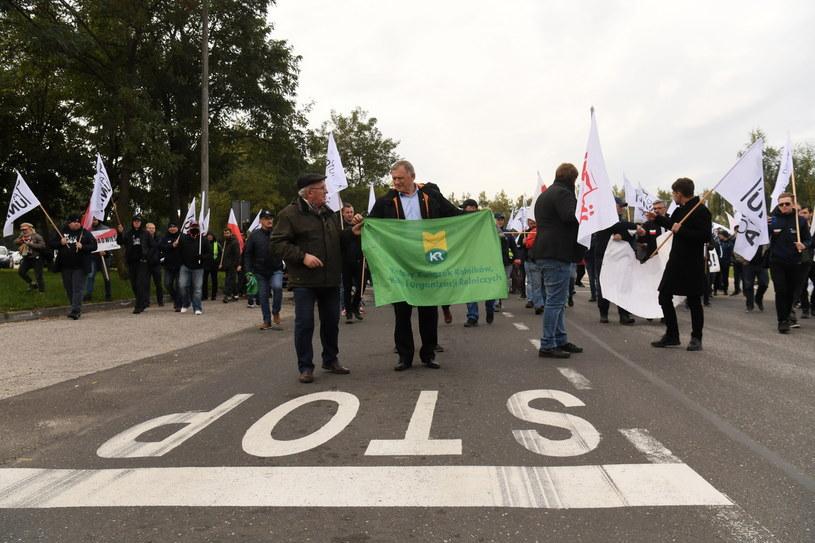 Ruch Agrounia zorganizował wczoraj symboliczną pikietę pod siedzibą włocławskiego Anwilu /Tytus Żmijewski /PAP
