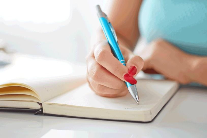 Ruchami ręki w trakcie pisania steruje pień mózgu /123RF/PICSEL