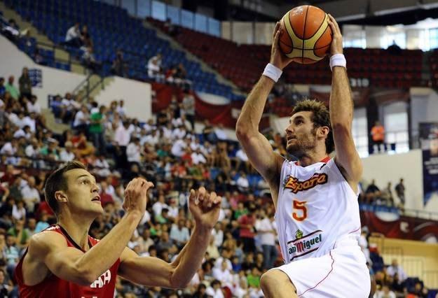 Rudy Fernandez (z piłką) /AFP