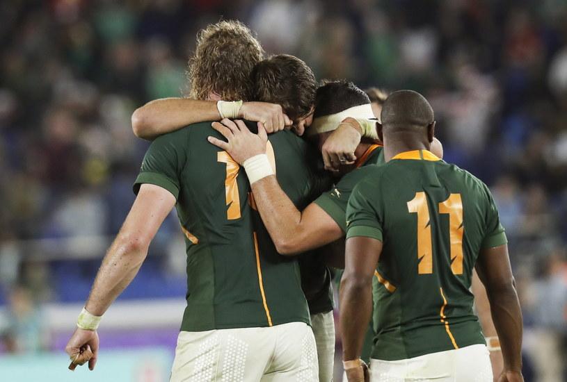 Rugbiści RPA cieszą się po awansie do finału /AFP