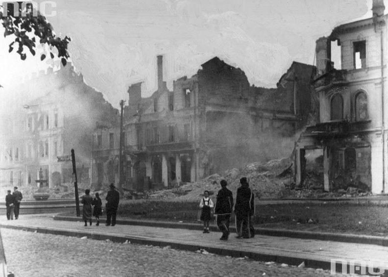 Ruiny getta w Białymstoku po powstaniu /Z archiwum Narodowego Archiwum Cyfrowego