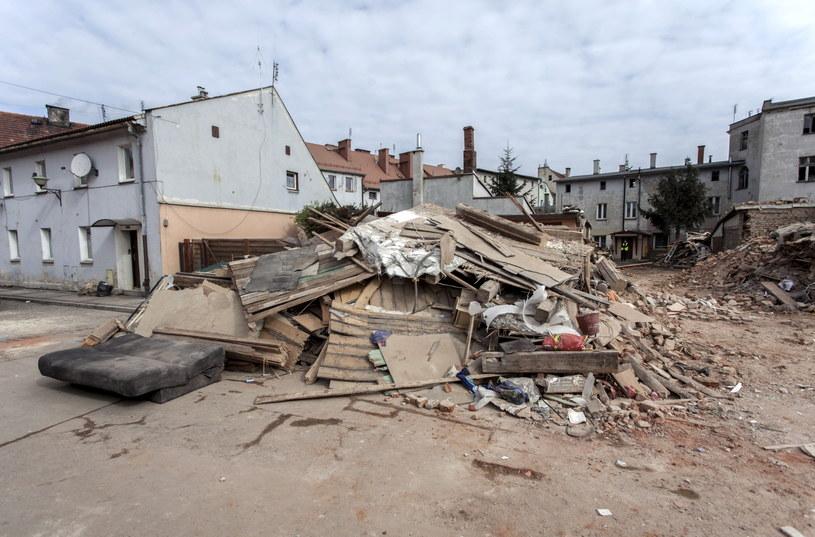 Ruiny kamienicy w Świebodzicach, gdzie zakończyła się trwająca prawie dobę akcja ratownicza /PAP