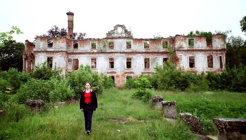 Ruiny pałacu w Słobitach /Odkrywca