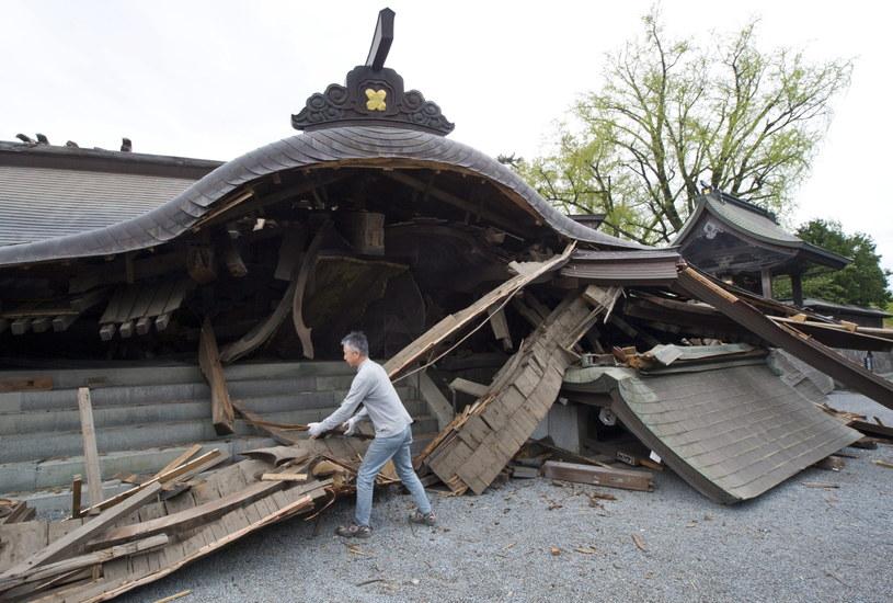 Ruiny po trzęsieniu /PAP/EPA