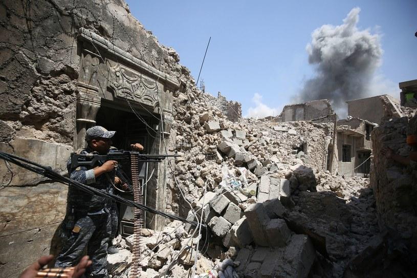 Ruiny wielkiego meczetu al-Nuri w Mosulu /AFP