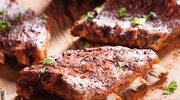Rumiane żeberka w sosie barbecue