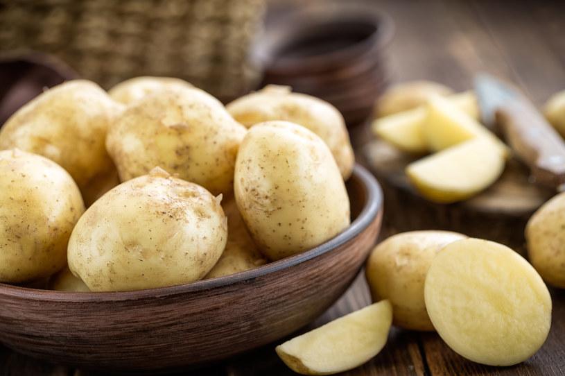 Rumień? Przygotuj maseczkę z mąki ziemniaczanej /123RF/PICSEL