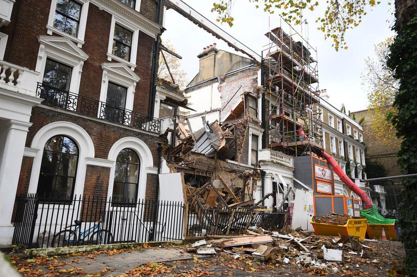 Rumowisko w Durham Place w Chelsea w zachodnim Londynie. /Victoria Jones /Agencja FORUM
