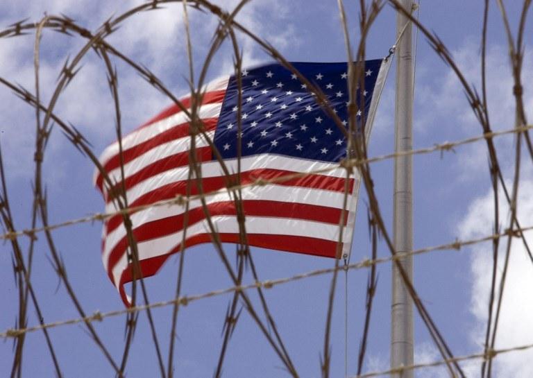 Rumunia i Litwa uczestniczyły w programie tajnych więzień CIA /PAUL J. RICHARDS /AFP