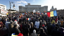 Rumunia: Tysiące ludzi na proteście. Nie chcą szczepień i restrykcji