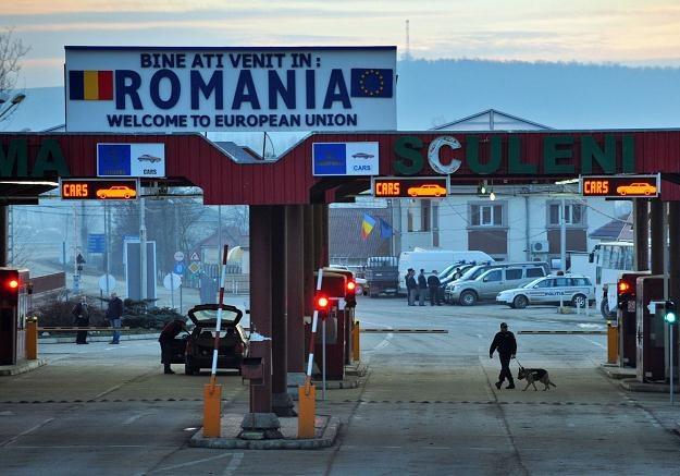 Rumuńsko-mołdawskie przejście graniczne. Wielu Mołdawian ma rumuńskie, czyli unijne, paszporty /AFP