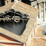 """Runął dach zabytkowego kościoła w centrum Rzymu. """"Mogło dojść do masakry"""""""