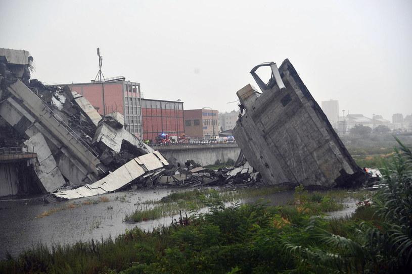 Runął wiadukt na autostradzie /LUCA ZENNARO /PAP