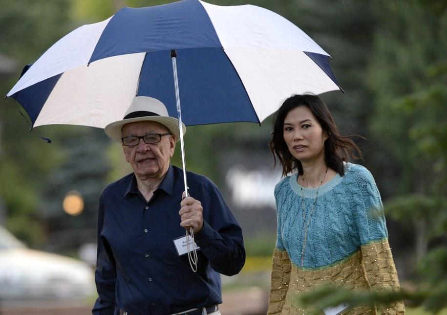 Rupert Murdoch i jego była już żona Wendi Deng /ANDREW GOMBERT /PAP/EPA