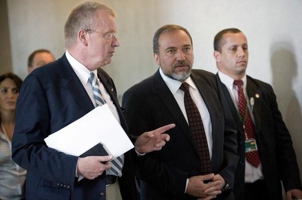 Ruprecht Polenz (z lewej) /AFP
