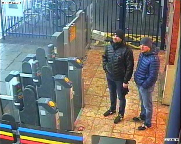 Rusłan Boszyrow i Aleksander Pietrow na stacji kolejowej w Salisbury 3 marca 2018 /LONDON METROPOLITAN POLICE/HANDOUT /PAP/EPA