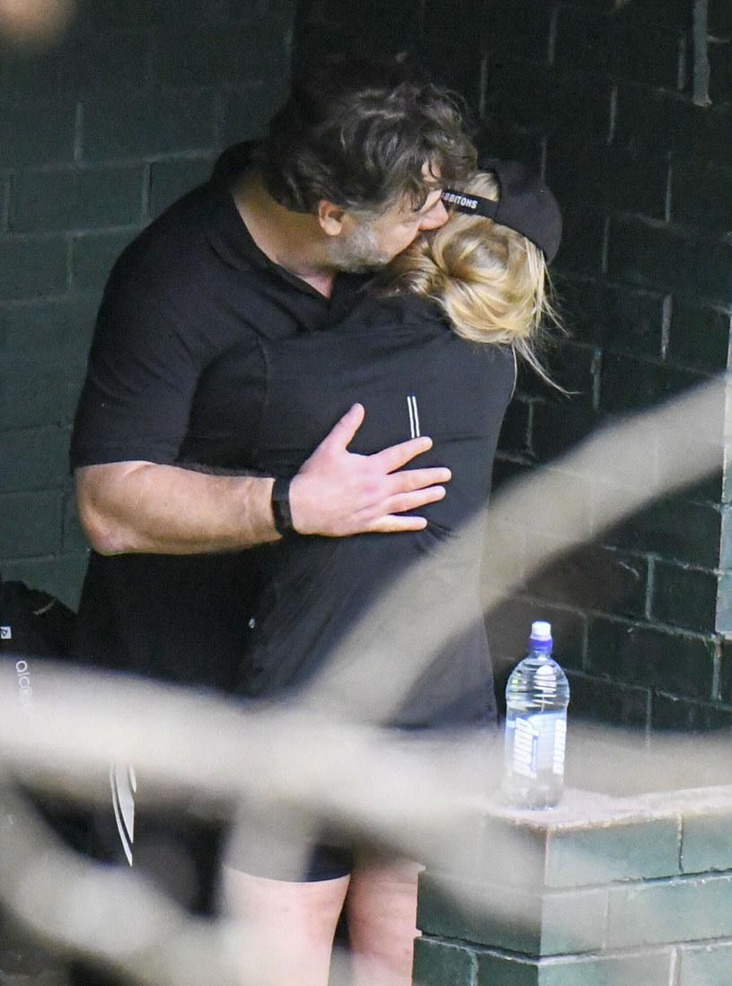 Russel Crowe i Britney Theriot zostali przyłapani na czułościach przed meczem tenisa /Media-Mode / SplashNews.com/East News /East News