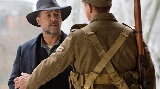 """Russell Crowe w scenie z filmu """"Źródło nadziei"""" /materiały dystrybutora"""