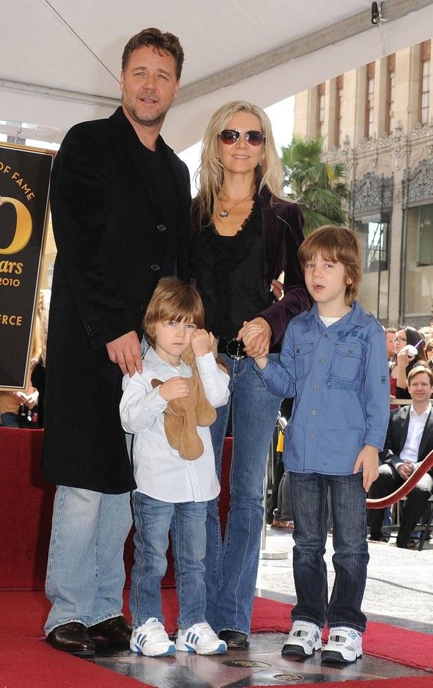 Russell Crowe z rodziną. /- /Getty Images