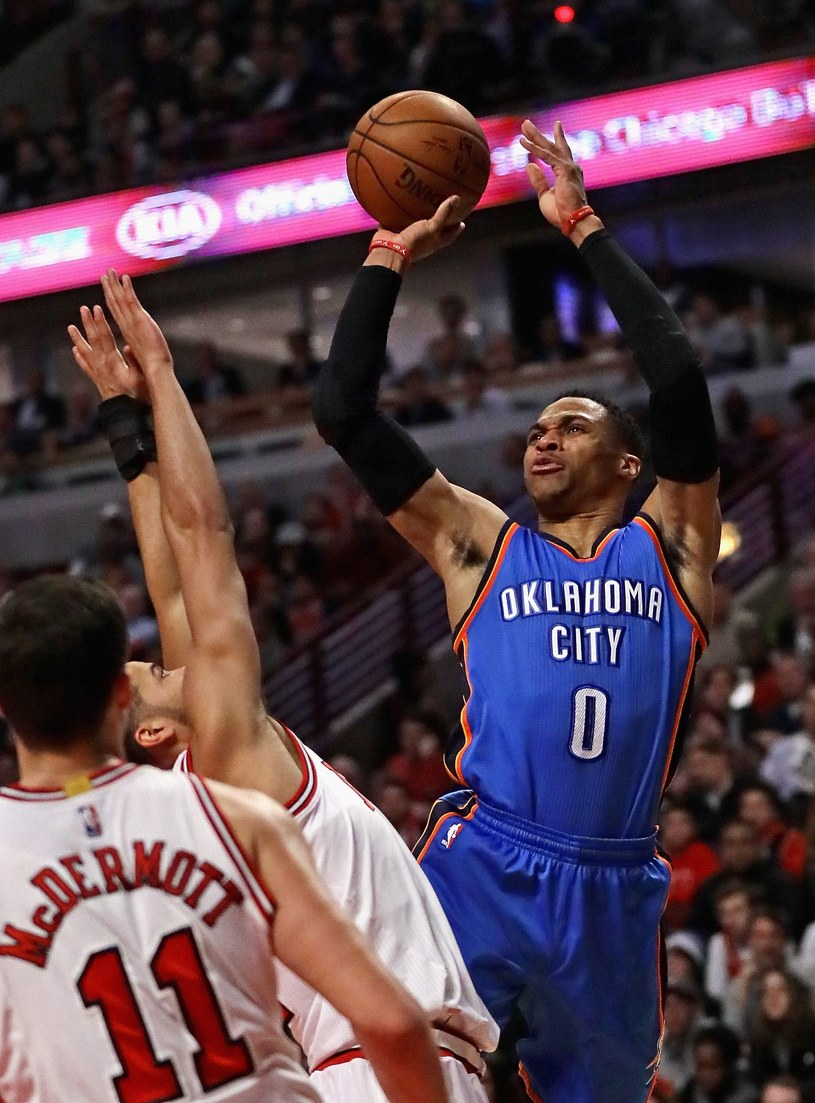 Russell Westbrook (z piłką) uzyskał 20. triple-double /AFP /AFP