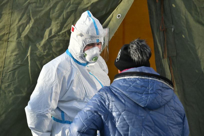 Rusza powtórne testowanie nauczycieli na obecność SARS-CoV-2 /Artur BARBAROWSKI/East News /East News
