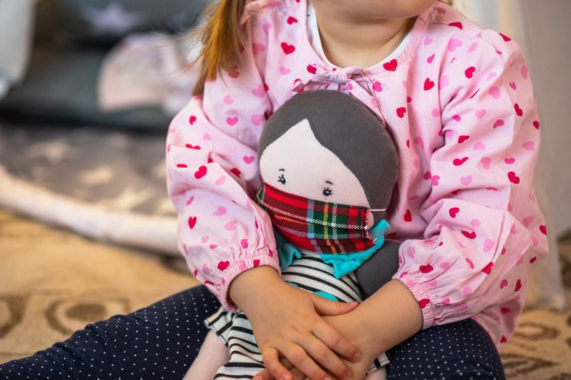 Ruszył program opieki nad dziećmi, które przeszły COVID-19 /ARKADIUSZ ZIOLEK /East News