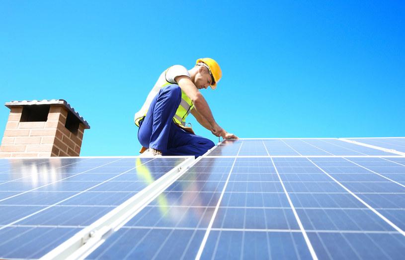 """Ruszyły wypłaty dofinansowania do paneli słonecznych z rządowego """"Mój prąd"""". /123RF/PICSEL"""