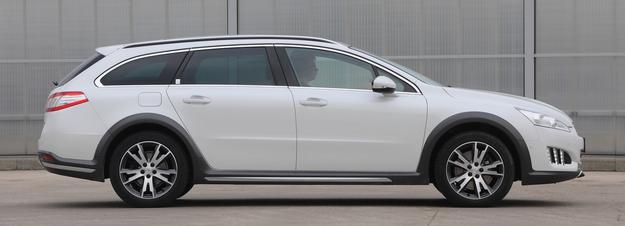 RXH: do wyboru hybrydowy diesel 4x4 lub zwykły diesel 4x2. Ceny od 40 tys. zł. /Motor
