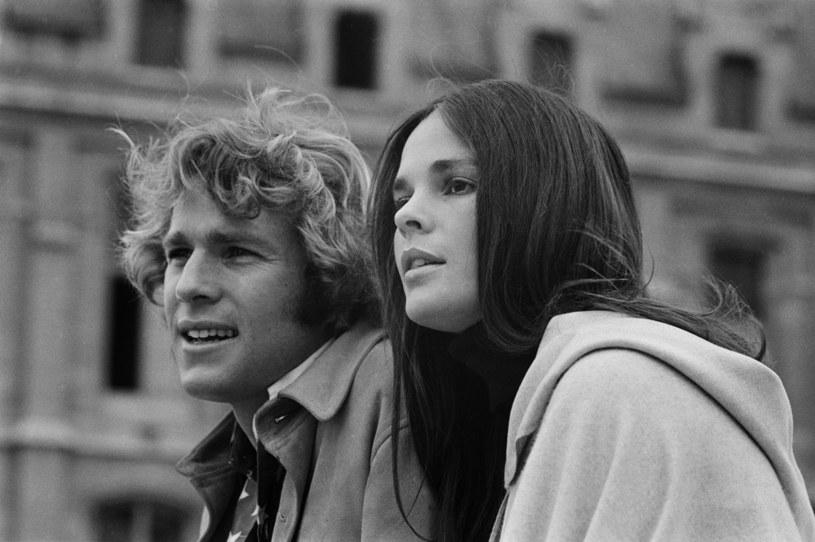 """Ryan O'Neal i Ali MacGraw w filmie """"Love Story"""" (1970) /Tony Kent/Sygma /Getty Images"""