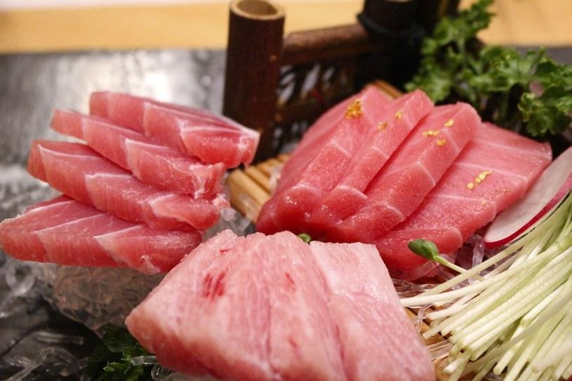 Ryba, czyli serce każdego sushi. Może nią być popularny łosoś, a także tuńczyk, ryba maślana czy węgorz /Styl.pl/materiały prasowe