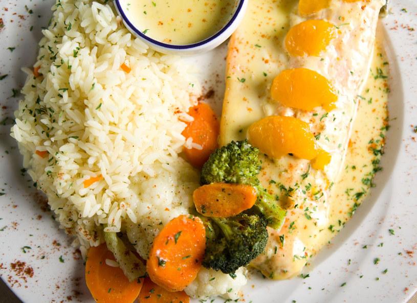 Ryba, ryż i warzywa to podstawa zdrowej diety /123RF/PICSEL