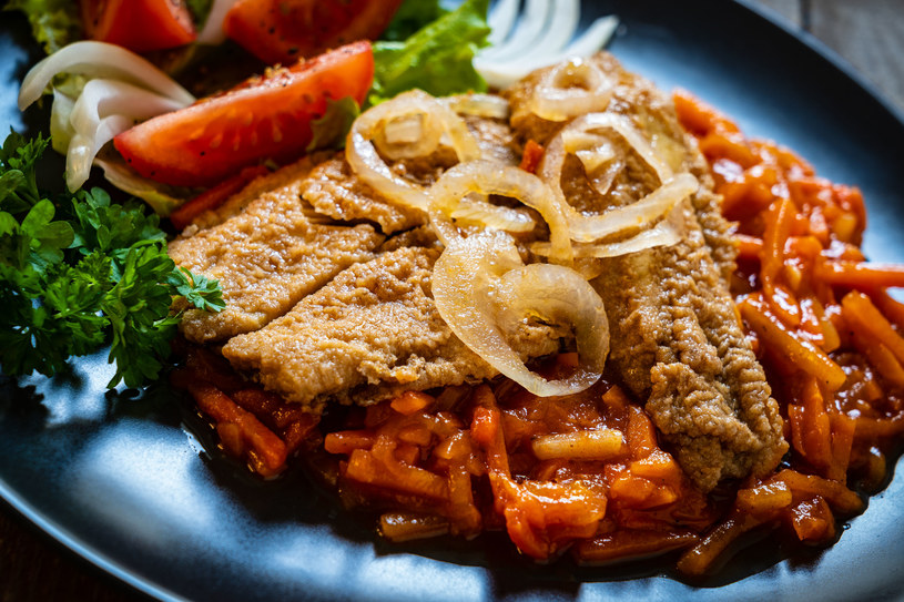 Ryba w sosie pomidorowym /123RF/PICSEL
