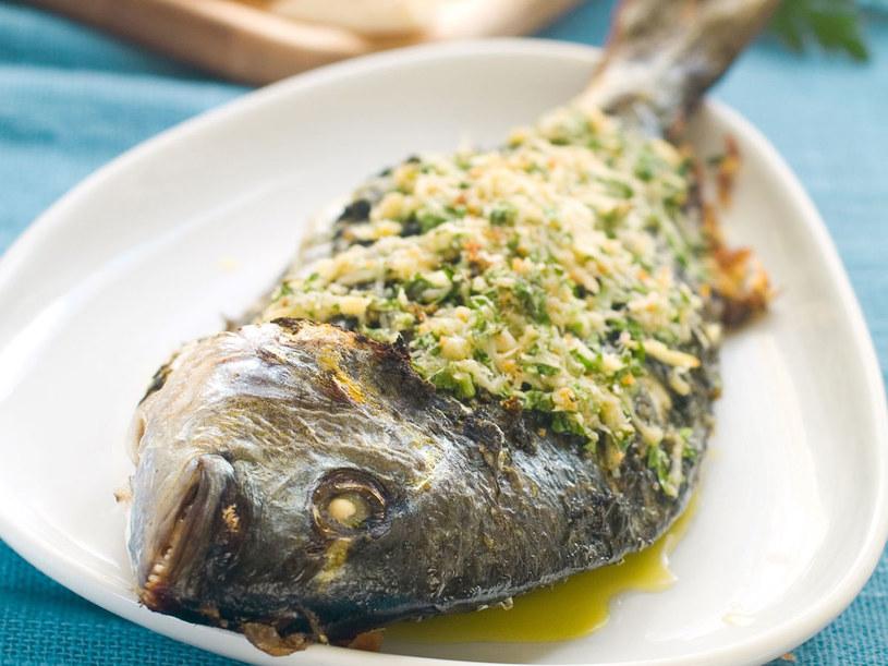 Ryba w żółtym sosie /- /123RF/PICSEL