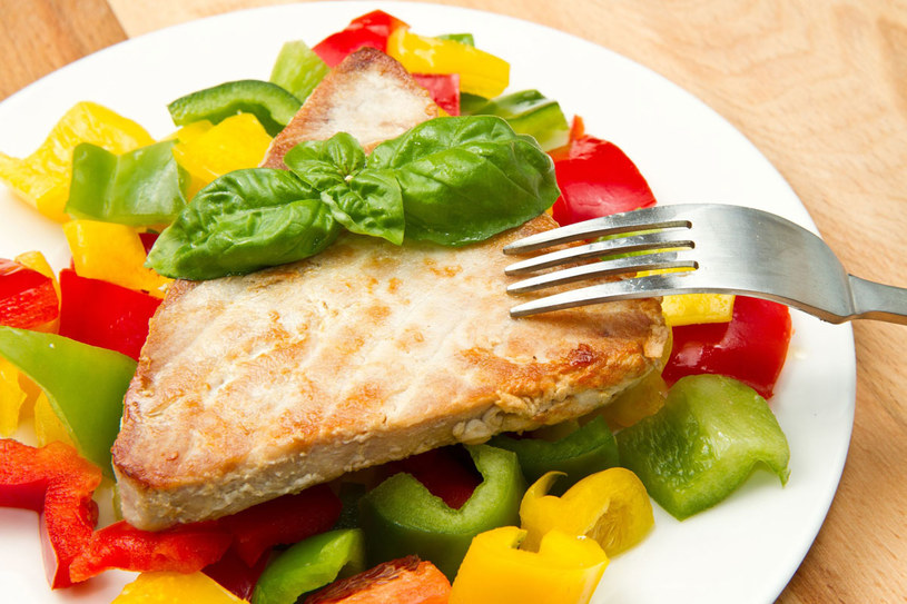 Ryba z warzywami /123RF/PICSEL