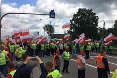 Rybacy protestują. Zablokowali drogę