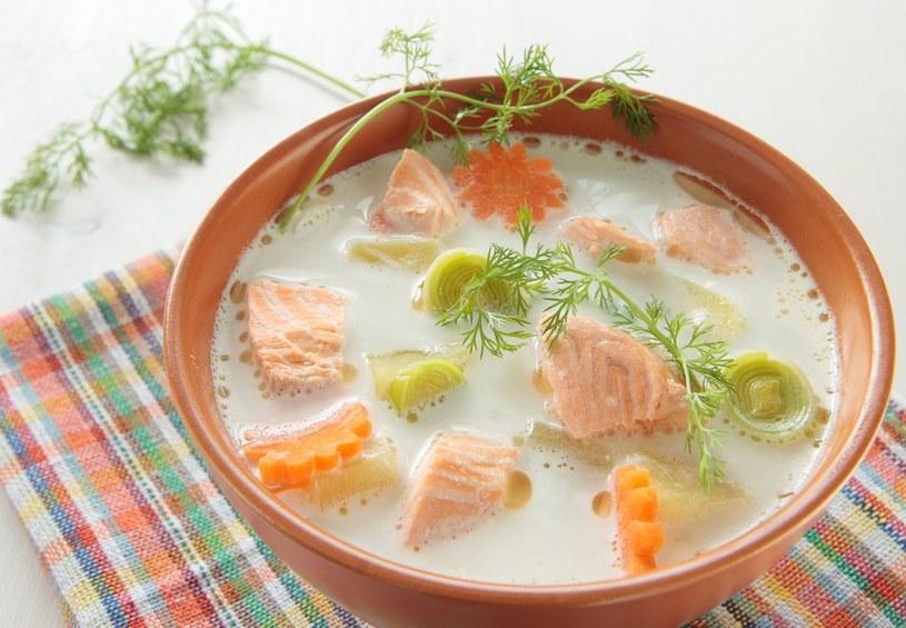 Ryby morskie (śledź, makrela, łosoś, dorsz, szprot, halibut) powinniśmy jeść 2-3 razy w tygodniu /123RF/PICSEL