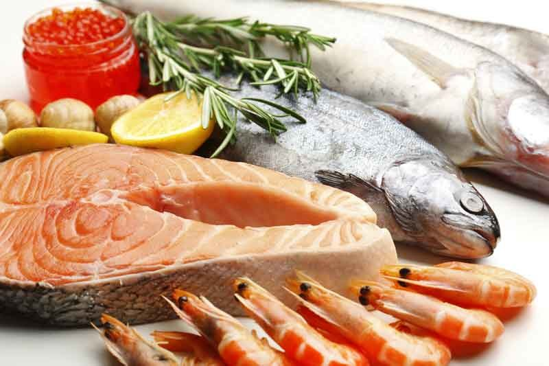 Ryby są źródłem  łatwo przyswajalnego białka, witamin i minerałów niezbędnych  dla zdrowia  i urody. /123RF/PICSEL