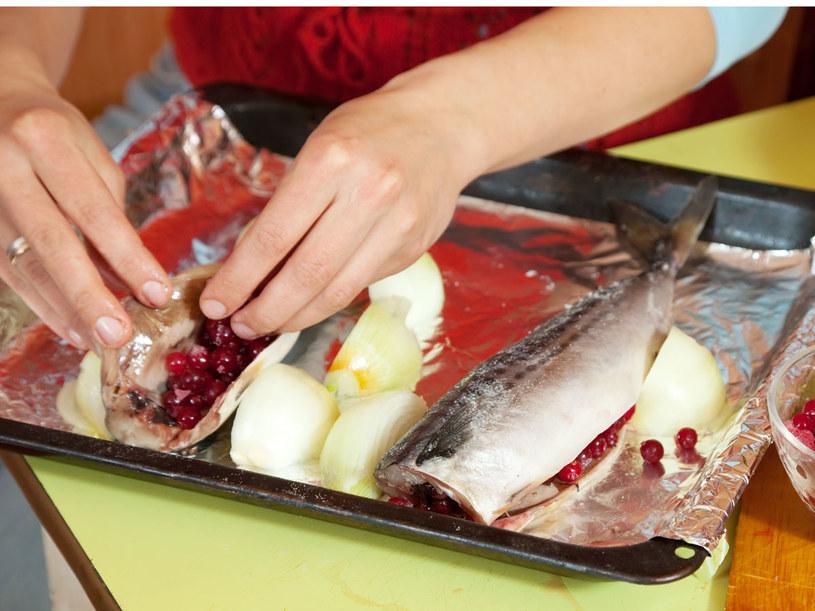 Ryby to przecież samo zdrowie! /123RF/PICSEL