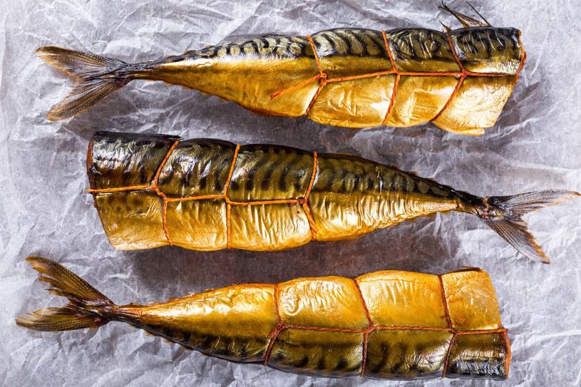 Ryby wędzić można na kilka sposobów /123RF/PICSEL