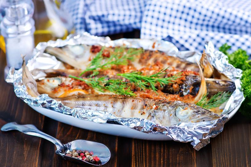 Ryby z grilla - idealne na majówkę /123RF/PICSEL