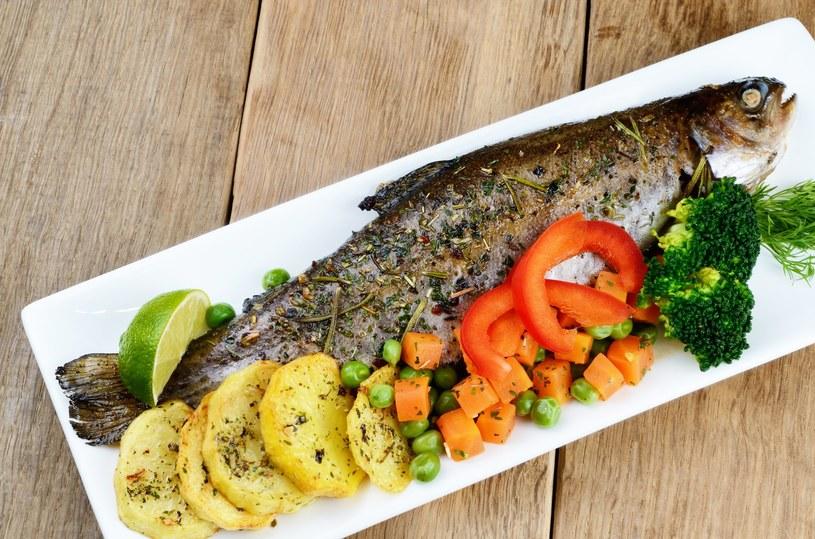 Ryby z naszych stawów, np. karp czy pstrąg, mają mało zanieczyszczeń /123RF/PICSEL
