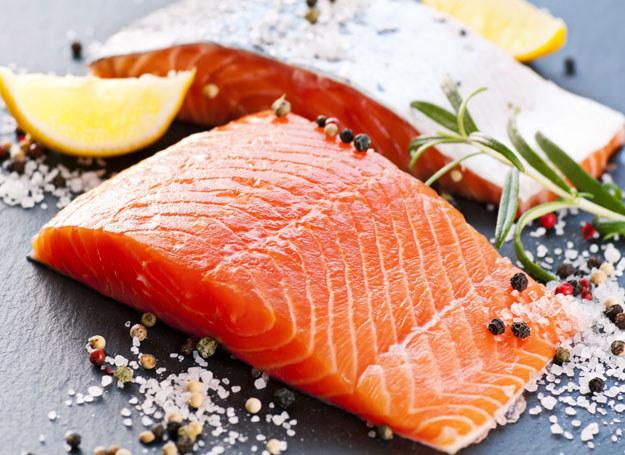 Ryby zawierają najwyższej jakości białko, które jest łatwiej przyswajalne niż to pochodzące z mięsa /123RF/PICSEL