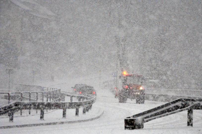 Rymanów- Zdrój; w Beskidzie Niskim pada w środę śnieg /Wojciech Zatwarnicki /Reporter