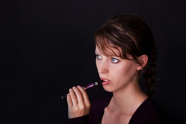 Rynek e-papierosów dynamicznie się rozwija /©123RF/PICSEL