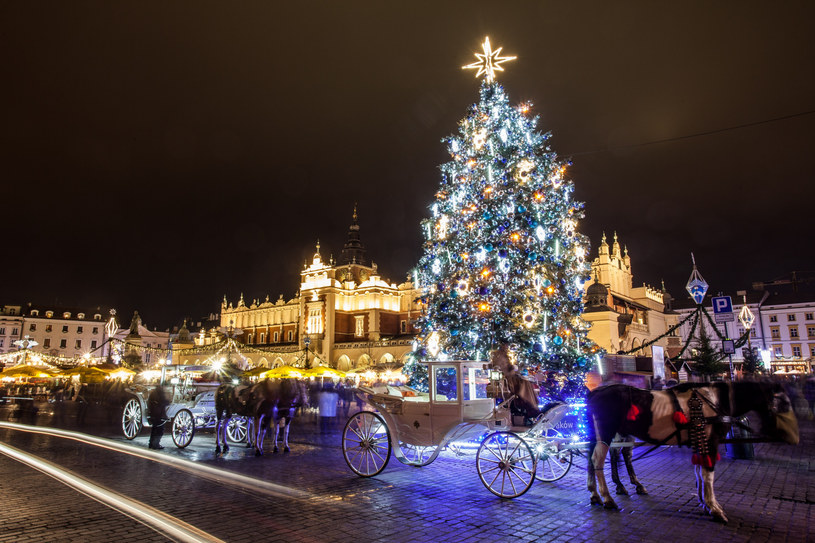 Rynek Główny w Krakowie w bożonarodzeniowej odsłonie /Jan Graczyński /East News